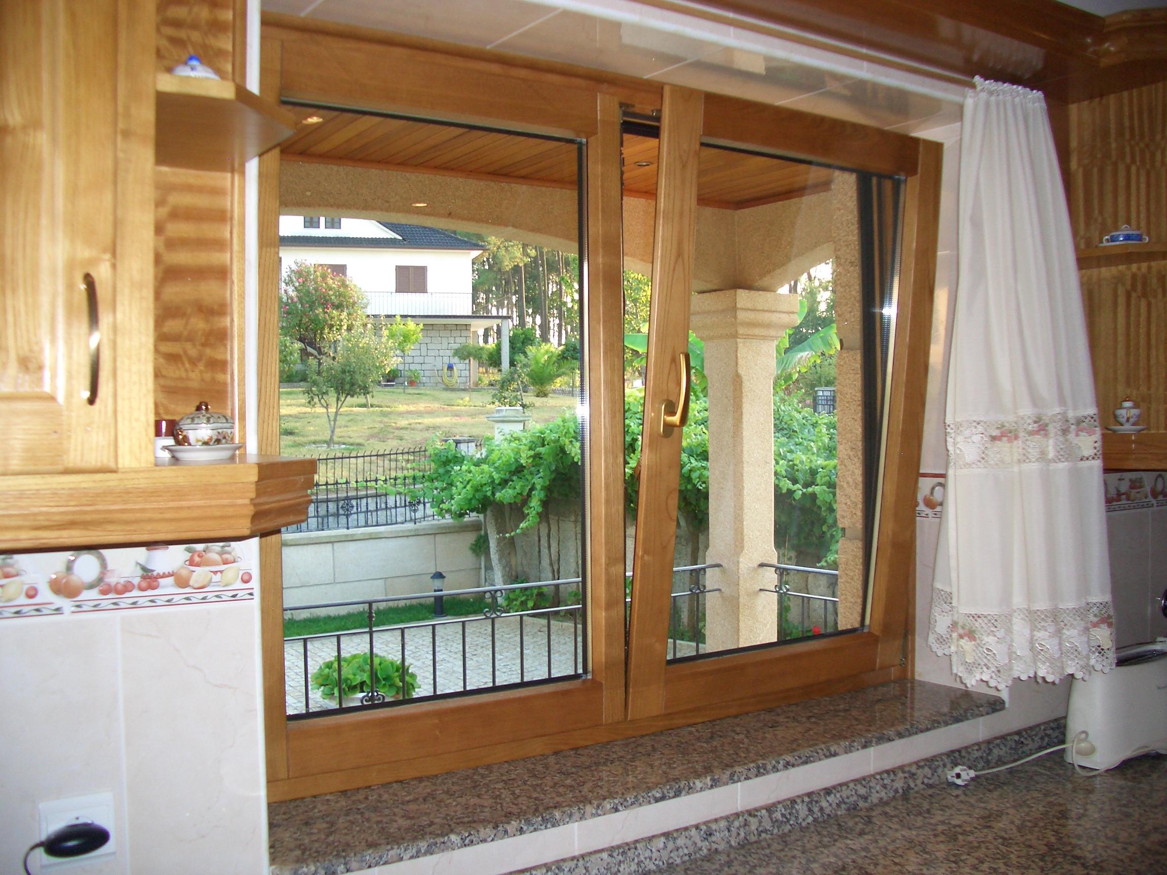 CAIXILHARIA MADEIRA janela em madeira modelo classico janela em  #6C4729 2304 1728