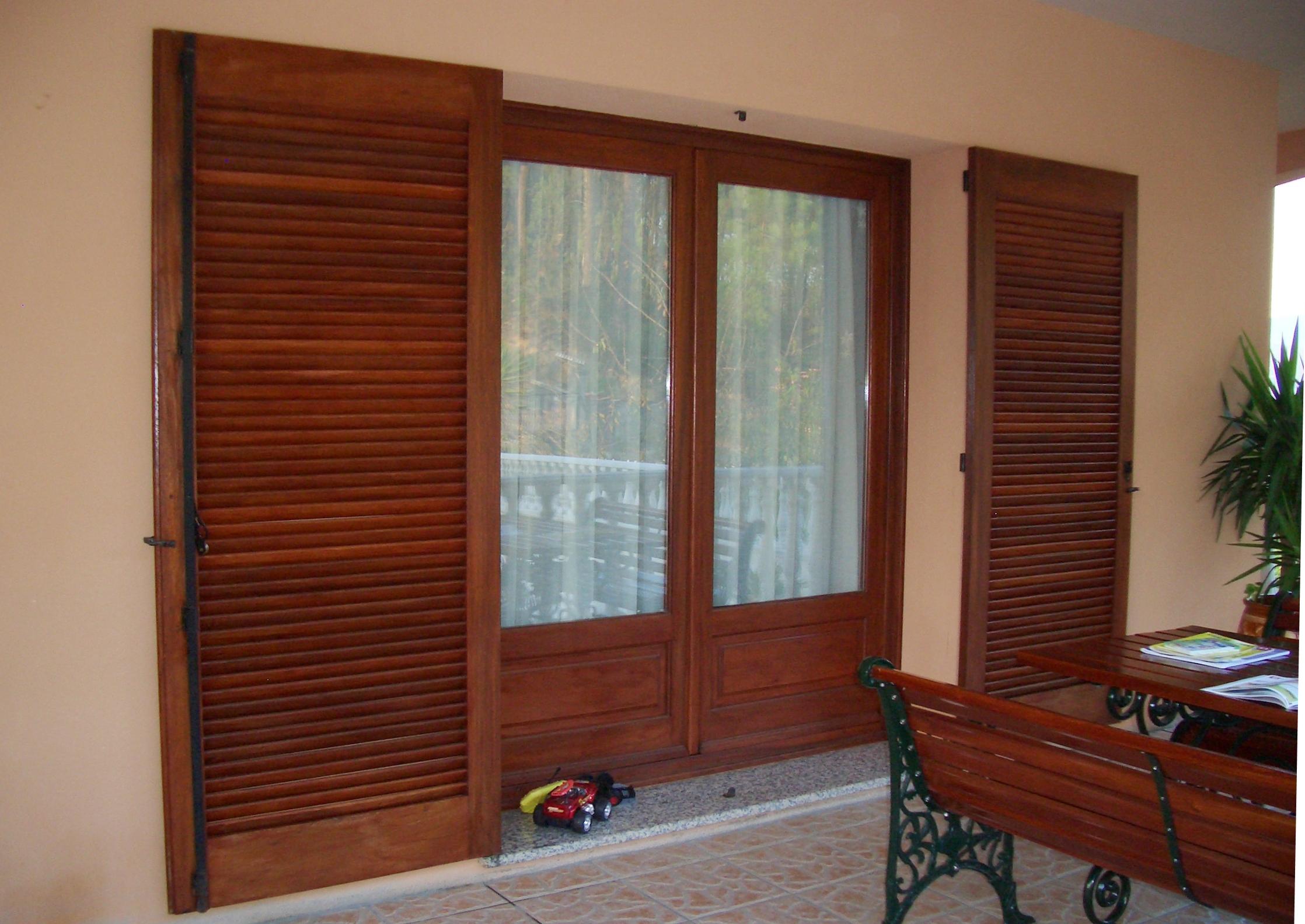CAIXILHARIA MADEIRA porta exterior em madeira modelo clássico  #642E1C 2236 1583