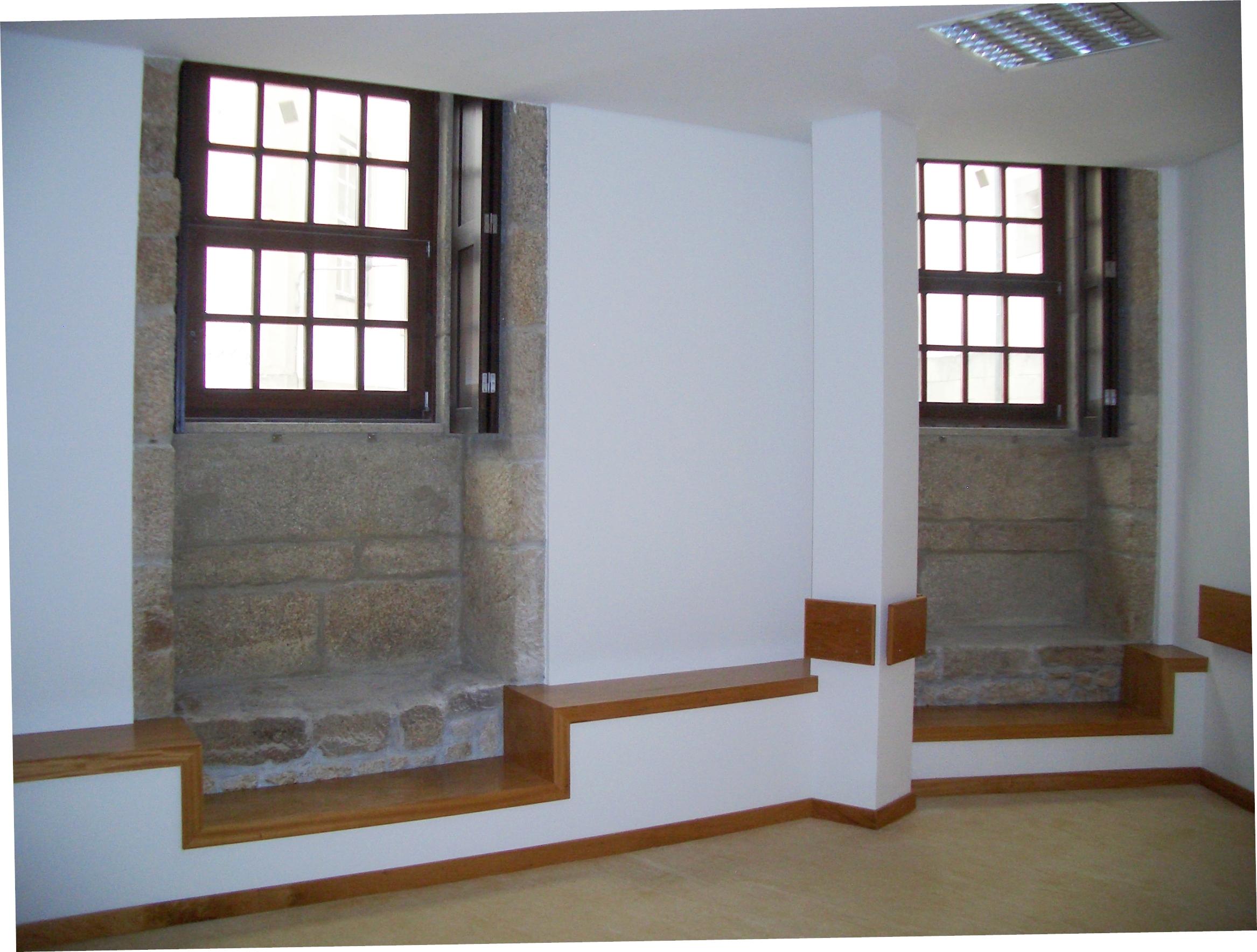 CAIXILHARIA MADEIRA > Janela em madeira modelo guilhotina >  #5F4732 2334 1768
