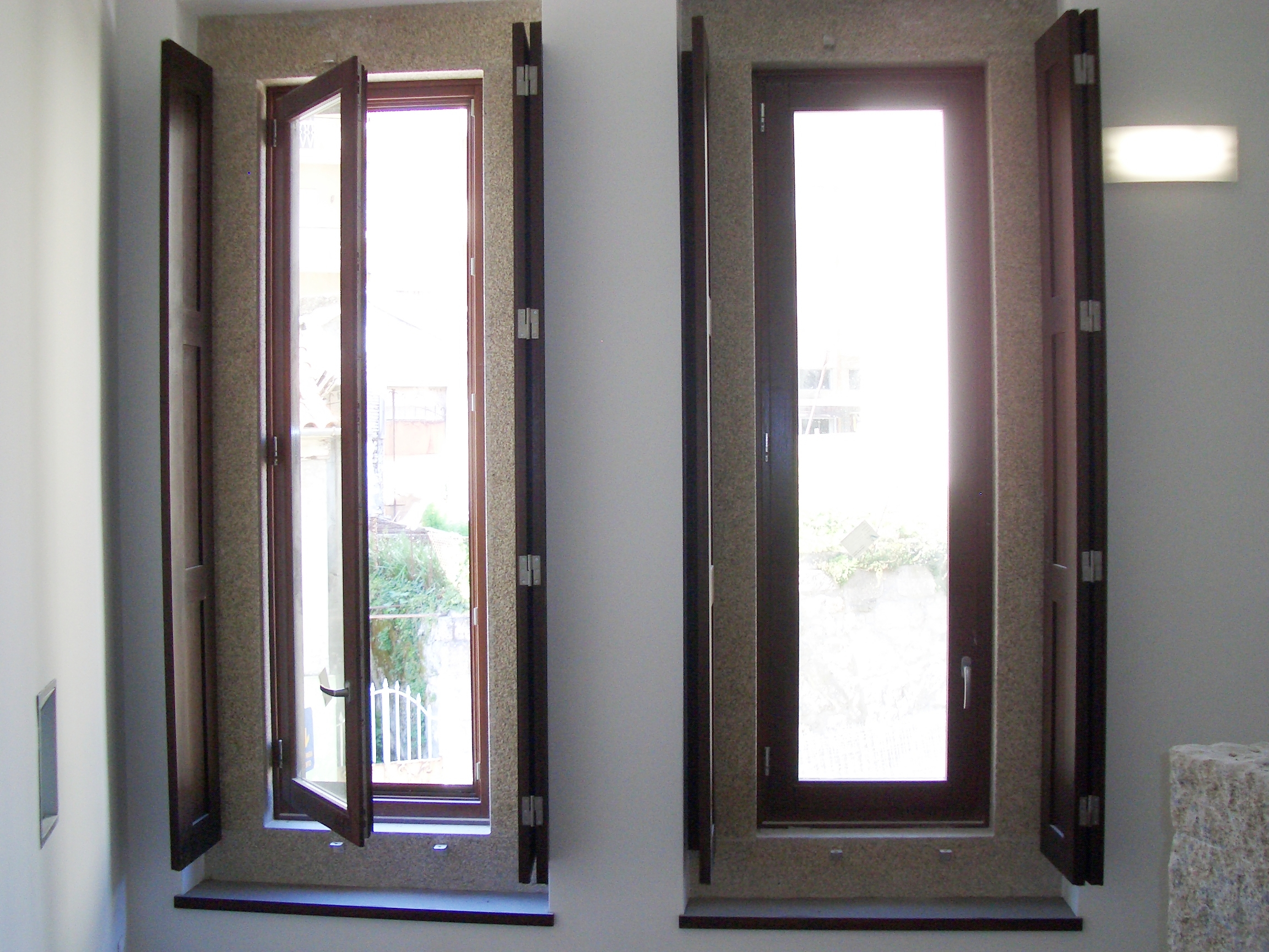 #485683  MADEIRA > janela em madeira modelo classico > janela em madeira 4222 Isolamento Termico Vidros Janelas