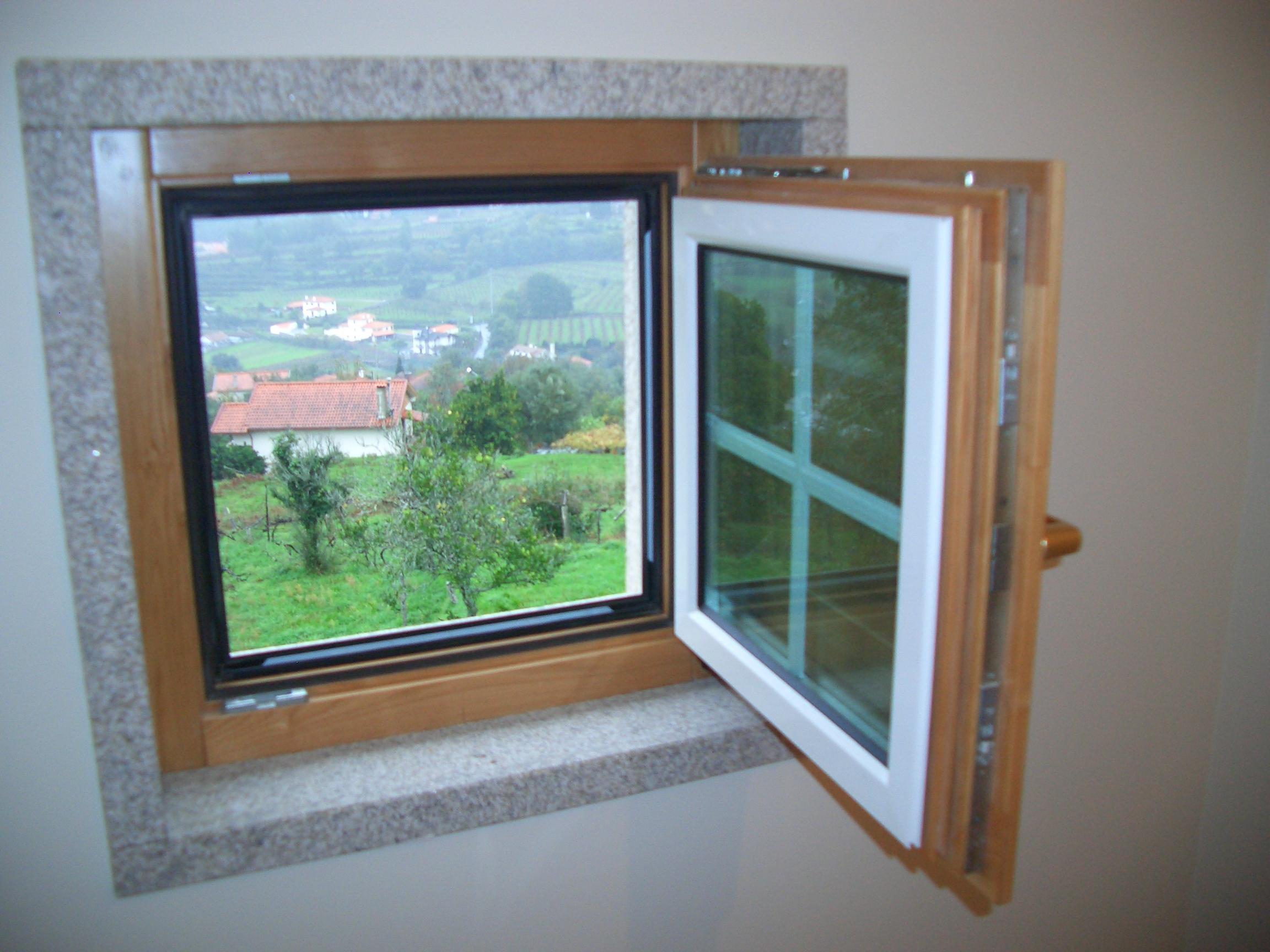 #448744 MADEIRA ALUMNIO janela madeira alumnio c/ portadas interiores janela  594 Janelas Em Madeira Rj